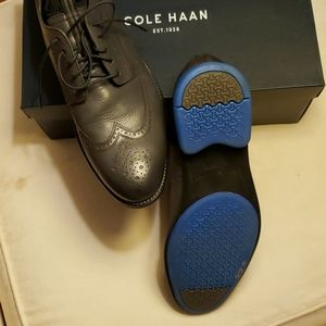 Brand new COLE HAAN padded GRANDSERIES shoe